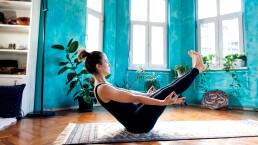 Desintoxica tu cuerpo con cuatro posturas de yoga