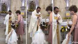 'Chóquela, padre': Niña provoca la risa de un sacerdote durante una ceremonia religiosa