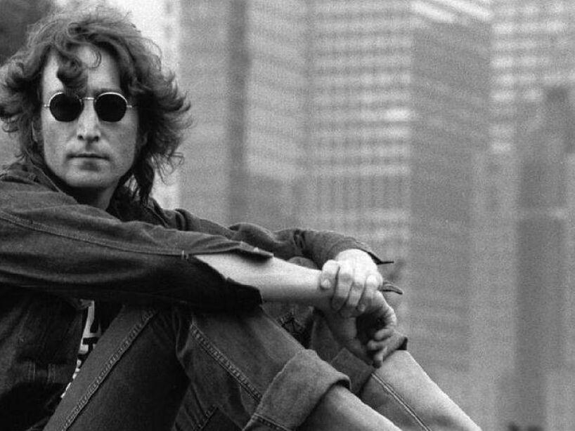 14. John Lennon: El 8 de diciembre de 1980 en New York, Mark Chapman disparo 4 veces al ex Beatle.