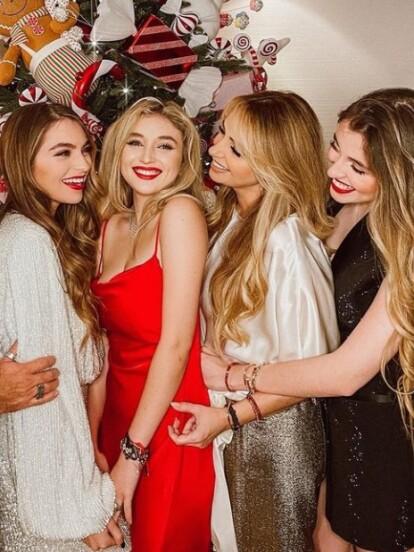 Desde hace unos días, las hijas de Angélica Rivera –Sofía, Fernanda y Regina- han compartido en redes sociales innumerables fotografías de las lujosas vacaciones que pasaron en Aspen, Colorado, las cuales según algunos medios tuvieron un costo alrededor de dos millones de pesos.