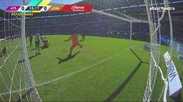 ¡Se pierde el gol! 'Chapito' Montes recibe en el área y falla su tiro
