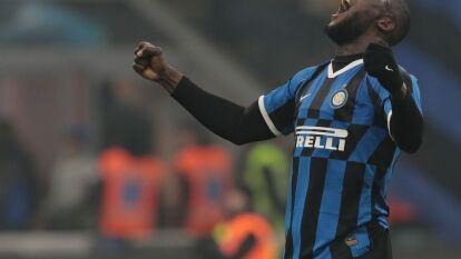 Inter se impone al Milan tras un partidazo. Cuatro goles a dos marcaron la diferencia en este derby. Zlatan y Rebic anotan por parte del Milan, mientras que por parte del Inter anotaron Brozovic, Vecino, Stefan de Vrij y Lukaku al último minuto.