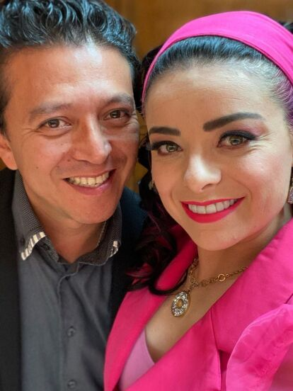 Violeta Isfel sorprendió en 2019 cuando contrajo nupcias con Raúl Bernal tras un breve noviazgo, pero luego de una amistad de 11 años. Ahora, la actriz destapa detalles poco conocidos de su historia de amor, afirmando que su marido nunca le pareció atractivo.
