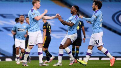 Con goles de Raheem Sterling, Kevin De Bruyne y Phil Foden, el Manchester City golea en casa al Arsenal.