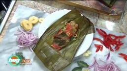 Tamales de pescado a la veracruzana y pollo con mole y plátano