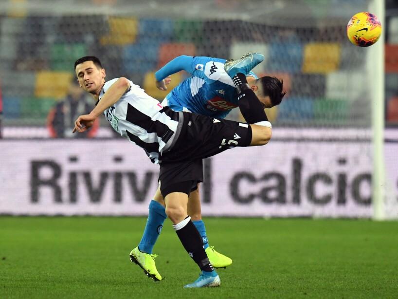 En duelo de la Serie A, la escuadra de Hirving Lozano rescató un punto en su visita al campo del Udinese. Lasagna (32') abrió el marcador y Maksimovic (79') emparejó los cartones.