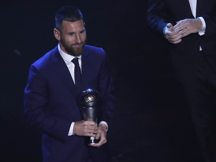 Messi traje The Best trofeo