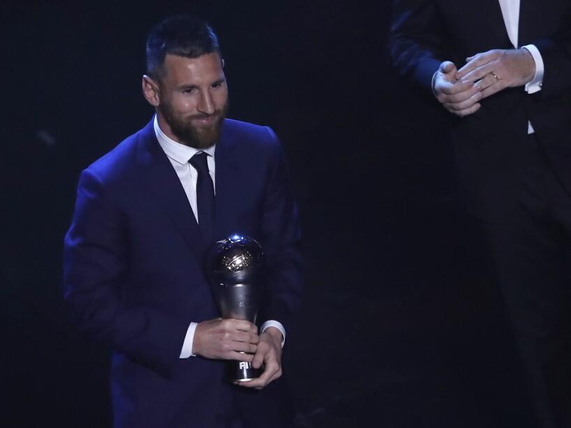 Messi traje The Best trofeo
