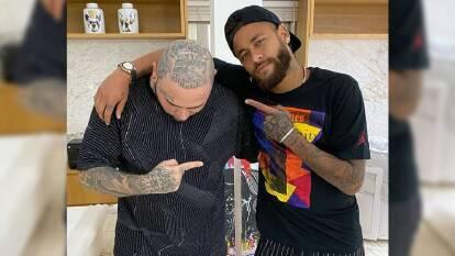 Este es el increíble nuevo tatuaje de Neymar | En redes sociales aparece el astro brasileño luciendo un asombroso nuevo diseño en la mano izquierda.