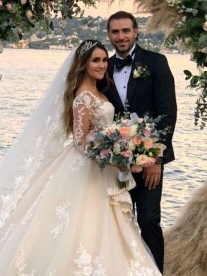 Durante 2019 hubo espectaculares bodas en el mundo del espectáculo, siendo las más sobresalientes la de Claudia Martín y Dulce María. Sin embargo, también hubo otras , como la de Chiquis Rivera y Lorenzo Méndez, que estuvieron en medio del escándalo en plena celebración.