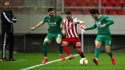 Termina el partido con un empate 1-1 entre los Wolves y el Olympiakos durante los Octavos de Final de la Europa League.