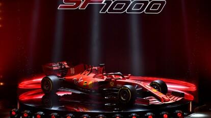 Ferrari presentó el SF1000 nombre que le viene porque en la temporada 2020 alcanzará como escudería su carrera número 1000 en la Fórmula Unoy será en el Gran Premio de Canadá.<br>Sus pilotos titulares serán Sebastian Vettel (5) y Charles Leclerc (16).</br>