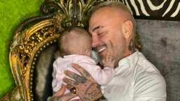 La dulce manera en la que Gianluca Vacchi carga su bebita entre sus brazos