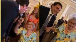 Este es el tierno momento en el que Cristian Castro pone a bailar a una abuelita