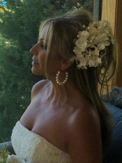 Daniela Castro celebró 20 años junto a su esposo, Gustavo Díaz Ordaz III, en una ceremonia en la que renovaron sus votos, por ello se volvió a vestir de novia.