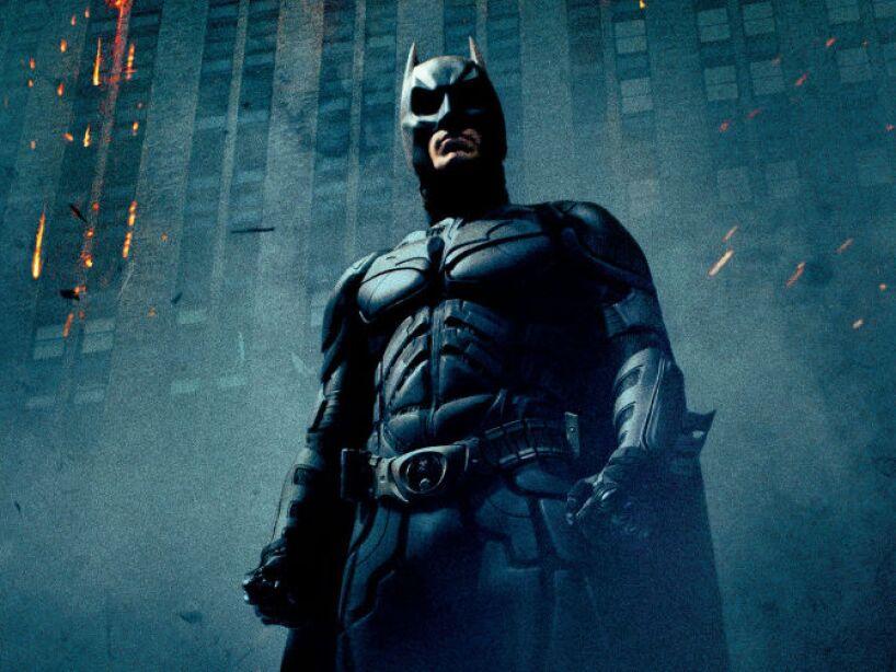 The Dark Knight (2008): Batman regresa ahora con el rostro de Christian Bale para continuar su guerra contra el crimen.