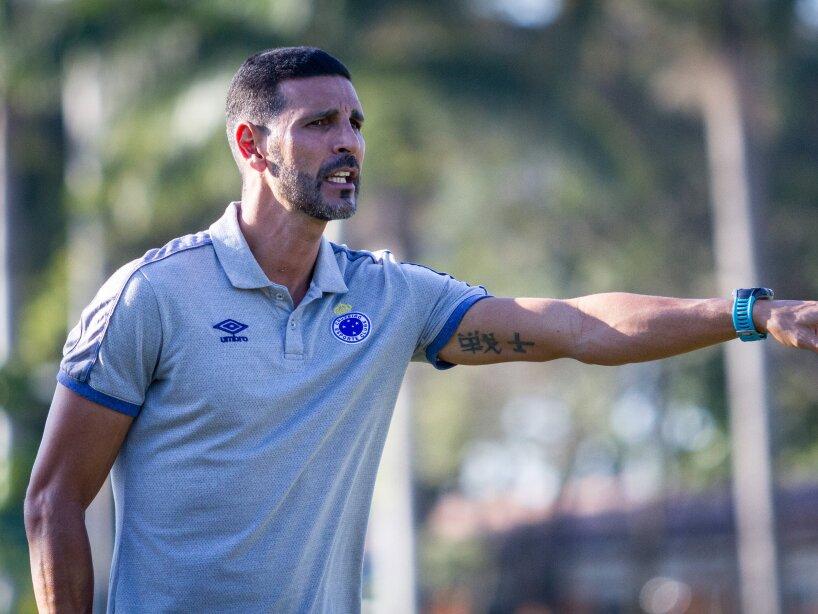 Leandro Guerreiro como técnico en el Cruzeiro.