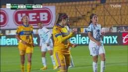 ¿Quién más? Katty Martínez cobra el penal y Tigres ya gana 2-0
