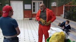 ESCENA: Tirando la basura con Morris y Germán