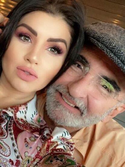 Hace unos días, Vicente Fernández Jr. y su novia se volvieron tendencia en búsquedas de Internet y en redes sociales por protagonizar un baile al ritmo de 'Hawái' de Maluma, en el que llamó la atención el diminuto bikini rosa de la empresaria. Gracias a esa prenda y a otros trajes de baño, Mariana González es llamada la 'Kim Kardashian mexicana'.