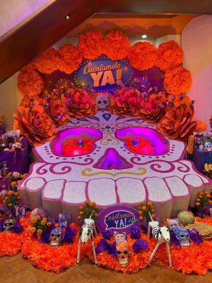 Año con año, la producción de Nino Canún, 'Cuéntamelo ya!', es la encargada de realizar dos espectaculares ofrendas dentro de las instalaciones de Televisa San Ángel.