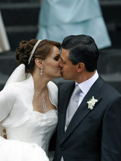 Contrajeron nupcias en Toluca el 27 de noviembre de 2010 el entonces gobernador del Estado de México, Enrique Peña Nieto y la actriz Angélica Rivera.