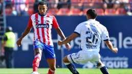 Jugador de Atlético San Luis intenta subir a tribuna para golpear aficionado
