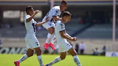 Pumas golea y vence a San Luis 4-0. Con doblete de Carlos Gonzalez, gol de Fabio Álvarez y Juan Ignacio Dinenno, los universitarios se colocan como segundos de la tabla en la Liga MX.