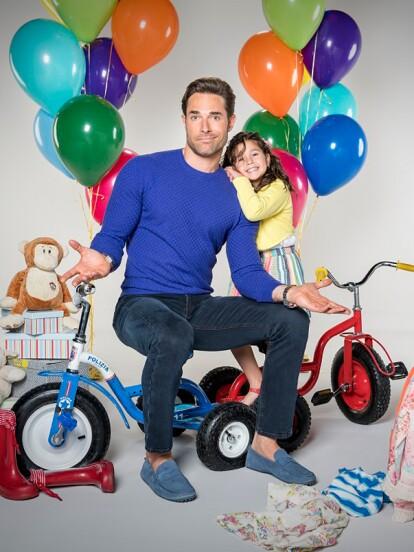 En 2017 se estrenó 'Papá a toda madre', una telenovela que narra la historia de 'Mauricio', un empresario mujeriego cuya vida cambia por completo cuando se entera que tiene una hija de 7 años llamada 'Anifer'.