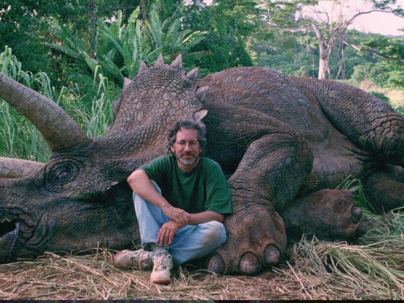 Triceratops (Jurassic Park 1): su nombre significa cara de tres cuernos, vivió hace 65 millones de años.