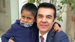 Adrián Uribe se conmueve ante la visita de un pequeño fan que lucha por su vida
