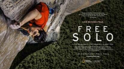 Documental ganador del Oscar que muestra a Alex Honnold, un escalador de montañas sin cuerdas, logrando la proeza más grande: subir la pared más impresionante del Parque Nacional de Yosemite en California.