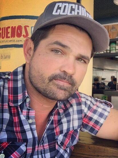 Ferdinando Velencia fue víctima de la delincuencia de la Ciudad de México. A través de Instagram, el actor narró que cuando transitaba por Barranca del Muerto y Periférico, dos sujetos lo abordaron y a punta de balazos, le quitaron sus pertenencias.