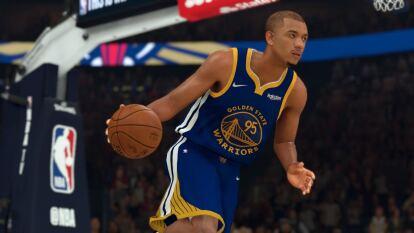 Tras ser anunciado como nuevo jugador de los Golden State Warriors, el mexicano Juan Toscano ya aparece en el roster del NBA 2k, tras la última actualización del juego.