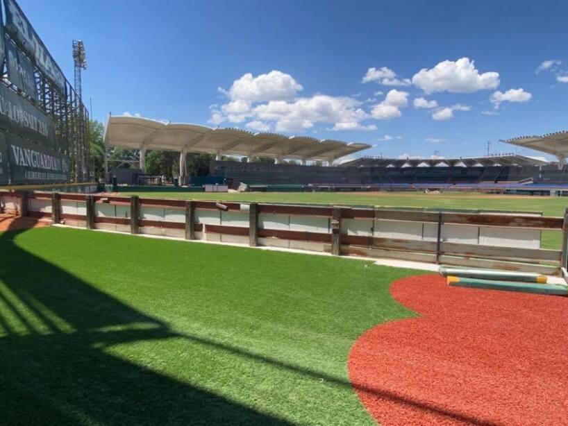 Bullpen de Saraperos en Estadio Madero 2.jpg