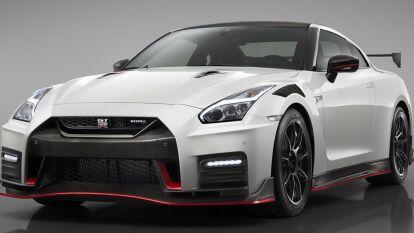 El delantero es un amante de la velocidad y nos lo demuestra con unas de sus joyas. El Nissan GTR tenie un arranque ipresionante ya que llega de 0 100 kh/h en tan solo 1.3 segundos.