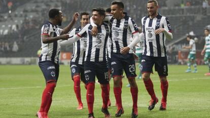 Tras una gran individualidad, el Joven José Alvarado saca disparo desde fuera del área para poner el 1-0 con tan solo 3 minutos de juego.