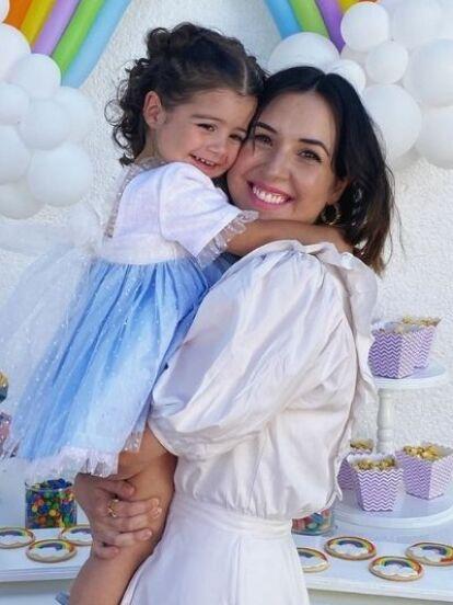 Hace unos días, Aitana Derbez y su sobrina Kailani Ochmann enternecieron a seguidores y a varios integrantes de la familia Derbez al convertirse en todas unas princesas de Disney; ahora, Isabella, hija mayor de Fátima Torre, siguió los pasos de las pequeñas y lució el mismo look.