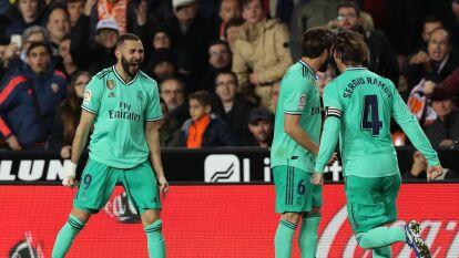 En el último minuto de juego, Karim Benzema hace el gol del empate que sabe a victoria para el Real Madrid.