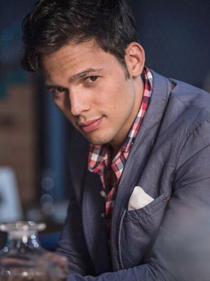 Emmanuel Palomares es un actor guapísimo de 27 años, originario de Venezuela.