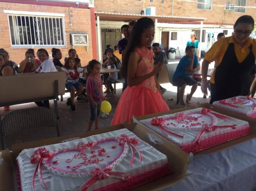 Melanie es migrante guatemalteca y recibió una fiesta de XV años en su albergue