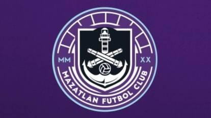 El Mazatlán FC ya tiene logo y colores oficiales. Inspirado en los atardeceres de Mazatlán, donde en ocasiones el cielo se pone morado, el nuevo equipo de la Liga MX ha causado revuelo, aunque no es el único que utiliza el color en el futbol.