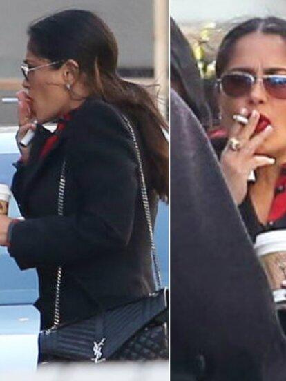 Los lentes indiscretos captaron a la actriz mexicana Salma Hayek fumando y tomando café.
