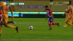 ¡Aparece el Atletico San Luis! Juan Castro prueba con un bombazo