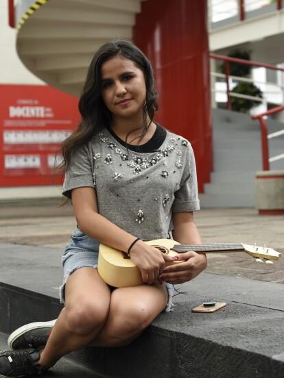 """<b>                             <a class=""""Link"""" href=""""https://www.lasestrellas.tv/telenovelas/juntos-el-corazon-nunca-se-equivoca/stephanie-diaz-es-la-fan-que-por-participar-con-las-estrellas-aparecera-en-juntos-el-corazon-nunca-se-equivoca"""">Stephanie Díaz</a>            </b> fue la ganadora del concurso <b>                             <a class=""""Link"""" href=""""https://www.lasestrellas.tv/telenovelas/juntos-el-corazon-nunca-se-equivoca/canta-como-aristemo-y-podras-salir-en-juntos-el-corazon-nunca-se-equivoca"""">#CantoComoAristemo</a>            </b>, donde tenía que subir un video cantando el tema de """"<b>                             <a class=""""Link"""" href=""""https://www.lasestrellas.tv/telenovelas/juntos-el-corazon-nunca-se-equivoca"""">Juntos el corazón nunca se equivoca</a>            </b>"""", y su premio fue salir en la serie. Aquí el recuento de lo que pasó."""