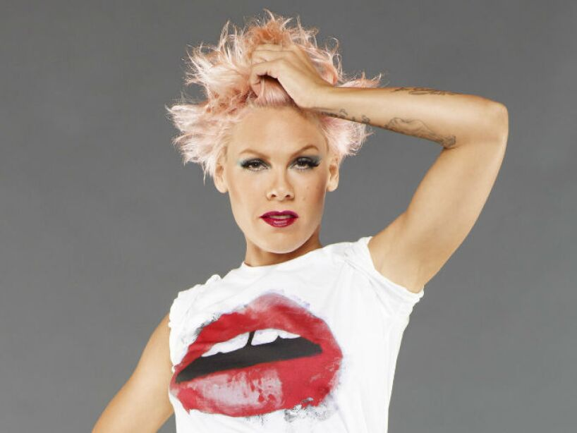 10. Alecia Beth Moore: Era tanto su gusto por el rosa, que decidió llamarse P!nk en su lanzamiento como cantante.