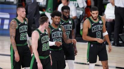 Boston Celtics vence al Miami Heat y ponen la serie 3-2