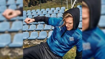 Este es el nuevo escudo de la Selección de Islandia   Con 'alfombra roja y caravanas' presentaron la nueva indumentaria del equipo islandés.