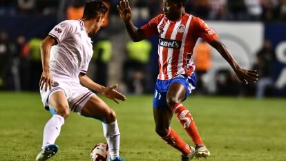 Con goles de Nicolás Ibañez y Germán Berterame por parte del Atlético san Luis y goles de Javier López y Oribe Peralta por parte del Guadalajara, Atlético san Luis y Chivas empatan en duelo con tres penales.