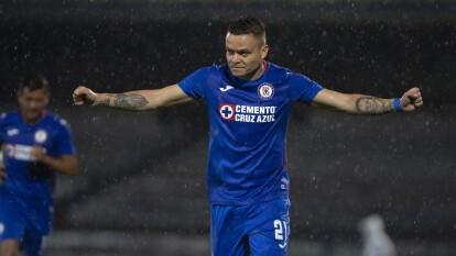 La Máquina despachó al Santos en CU |  Cruz Azul se impuso a los laguneros 2-0 en su debut en el Guard1anes 2020 de la Liga BBVA MX.